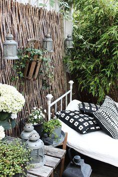 Villa Vårgatan: outdoor room and disappeared tealights Outdoor Rooms, Outdoor Decor, Surf House, Balkon Design, Free Plants, Cozy Place, Plantation, Dream Garden, Decoration