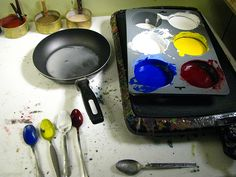 Follow this illustrated step-by-step tutorial showing how you can make your own encaustic paints.