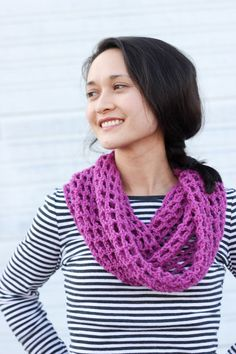 Mesh Cowl Scarf – FREE Crochet Pattern   Tutorial! Like this stitch. The blog has quite a lot of ads though.