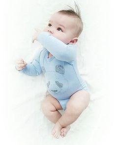 God morgen I går begynte sånn halveis på den nye rutinen vår. Helsesøster sa jeg skulle prøve å kutte ned eller helt ut melk på natten. Så da prøvde jeg det i natt, og helt utrolig så våknet han innimellom og gren litt, men da bare sang jeg litt og gav han smokken igjen og han utrolig nok sovnet igjen! Halleluja Får håpe det går enda bedre i natt når jeg skal legge han tidligere  Ha en strålende dag #baby #babyboy #babies #cutebaby #guttenmin #6months #growing #sweety #inlove #perfect...