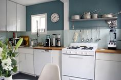 love this teal and white kitchen