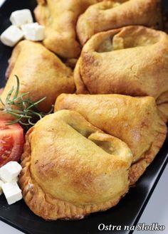 Potato dumplings with chicken filling Feta, Best Pumpkin Bread Recipe, Great Recipes, Favorite Recipes, Polish Recipes, Appetisers, Empanadas, Food Inspiration, Appetizer Recipes