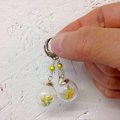 Boucles d'oreilles Grue en Origami dans un globe de par KamiArtJp