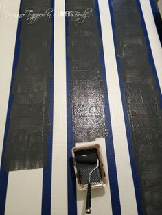 AWESOME!  Learn how to paint vinyl floors with this full tutorial.  #paintvinylfloors #paintedfloors