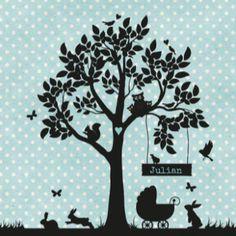 Geboortekaartje met in silhouet een boom met dieren erin als uil, eekhoorn, vogeltjes en vlinders. Op de grond een kinderwagen met konijntjes eromheen.