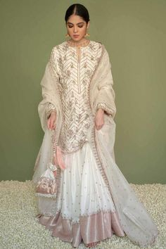 Beautiful Pakistani Dresses, Pakistani Formal Dresses, Pakistani Dress Design, Pakistani Fashion Party Wear, Pakistani Wedding Outfits, Indian Fashion, Wedding Dresses, Dress Indian Style, Indian Wear