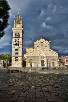 messina, piazza del duomo Italia.
