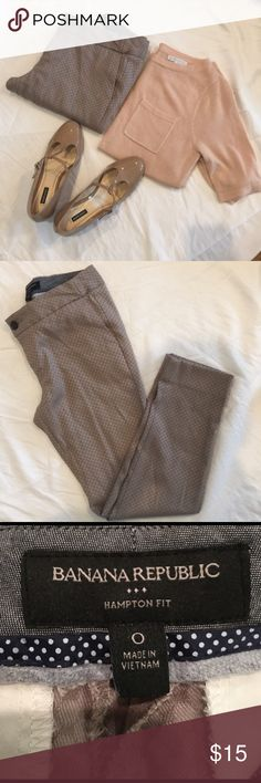 Banana Republic Crop/Ankle Pants Great crop/ankle pants, can be dressed up or dressed down. They do have a small pull. Banana Republic Pants Ankle & Cropped