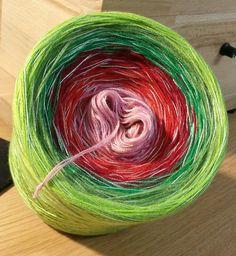 Zufalls-Bobbel 7 Material: Hochbauschacryl 6 Farben (Mix) plus Beilauffaden Grün-Mix durchgehend  altrosa rot weinrot grün froschgrün apfelgrün