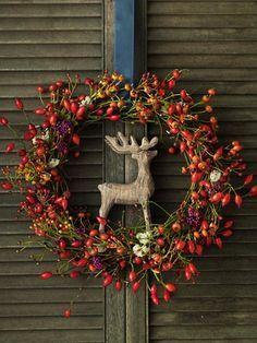 Herbstdeko - ein wunderschöner Kranz aus Beeren. Geht wirklich ganz einfach!