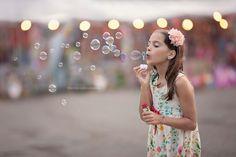 Little girls Soap bubbles 532728 1280x853
