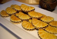 Dattelplätzchen zweite Variante Algerian Recipes, Serbian Recipes, Eid Cookies Recipe, Tunisian Food, Sweet Cookies, Arabic Food, Eat Dessert First, Cookie Desserts, Appetizers For Party