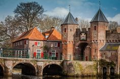 Koppelpoort, Amersfoort, The Netherlands Great Places, Places To See, Barcelona Cathedral, Netherlands, Mansions, House Styles, Building, Travel, Home