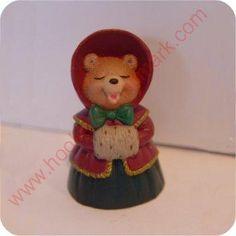 1995 Caroling Bear - Merry Miniature 2.95