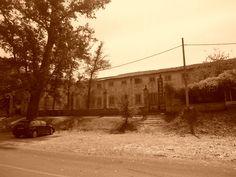 Fachada de la calle de la Reina del Palacio de Osuna-Godoy en estado ruinoso.
