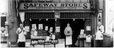 First Safeway grocery store was opened in 1926 in American Falls, ID. ~ Now there are 1700 stores! Vintage Postcards, Vintage Photos, American Falls, High Street Shops, Old Country Stores, Moving To California, Historical Pictures, General Store, Store Fronts