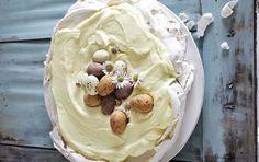 Lækker marengsbund med citronfyld og påskeæg på toppen. Lemon Cream, Ice Cream, Sweets Cake, Mini Foods, Cakes And More, Afternoon Tea, Easter Eggs, Sweet Tooth, Sweet Treats