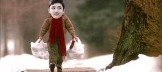 Tao se marchó y Kyungsoo venía con las bolsas de calzoncillos infantiles muy cargadas