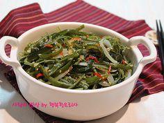 탐나는 여름반찬! 참~쉬운 미역줄기볶음 Vegetable Seasoning, Seaweed Salad, Japchae, Pork, Wraps, Vegetables, Cooking, Ethnic Recipes, Kale Stir Fry