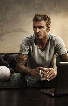 Sometime you just have to pin David Beckham. Because David Beckham. Poor Bastard - under the thumb. David Beckham, Pretty People, Beautiful People, Raining Men, Am Meer, Photos Of The Week, My Guy, Gorgeous Men, Hello Gorgeous