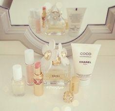 Image via We Heart It https://weheartit.com/entry/88036182/via/12577787 #blackandwhite #chanel #classy #cocochanel #cute #fancy #Hot #newyork #paris #perfect #pink #Versace