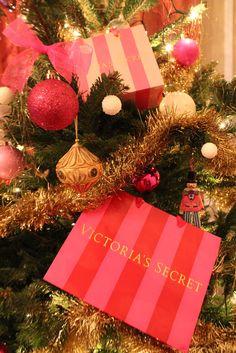 LIFE ILLUSTRATED Victoria's secret Christmas tree ! I love it ...