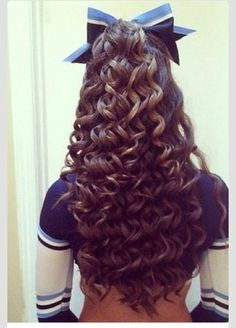 I would do anything for curls like this :( love cheer hair! Top Hairstyles, Pretty Hairstyles, Cute Cheer Hairstyles, Sport Hairstyles, Perfect Curls, About Hair, Hair Dos, Gorgeous Hair, Hair Inspiration