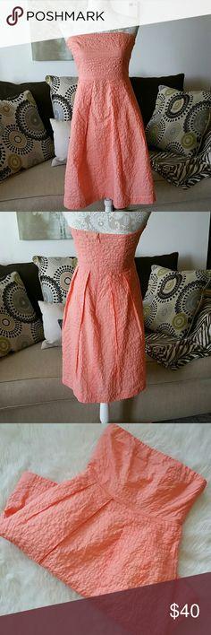 J. Crew cotton cocktail summer dress Pretty in peach! Light coral like new J. Crew dress. Zip back. Side boning. J. Crew Dresses Strapless