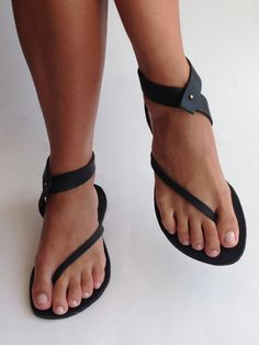 black leather big toe out kellygene sandals.