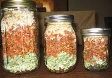 Soup Kit in a Jar - uses freeze dried veggies, broth, and spices.  To use, add water and meat.