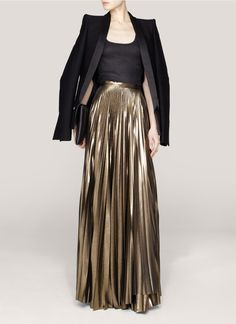 Inject metallic glamour to your look with this contrast pleated maxi skirt by Haider Ackermann. Gold Skirt Outfit, Pleated Skirt Outfit, Pleated Maxi, Dress Skirt, The Dress, Maxi Skirts, Maxi Outfits, Fashion Outfits, Metallic Pleated Skirt