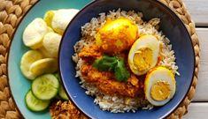 Lekkere pittige Indische eieren voor de rijsttafel | Lekker Tafelen Home Recipes, Asian Recipes, Ethnic Recipes, Indonesian Cuisine, Indonesian Recipes, Sushi Bowl, Tapas, Eggs, Cooking