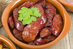 Chorizo al vino tinto - Recetas - Sausage Recipes Tapas Recipes, Wine Recipes, Appetizer Recipes, Sausage Appetizers, Tapas Dinner, Tapas Bar, Chorizo Tapas Recipe, Tapas Platter, Chefs