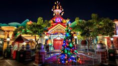 Beautiful colorful pictures and Gifs: Christmas - Navidad - Happy Holidays Images Christmas Lights Wallpaper, Holiday Wallpaper, Disney Wallpaper, Cartoon Wallpaper, Christmas Tree Garland, Christmas Fun, Christmas Houses, Christmas Images, Christmas Wishes