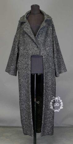 Yohji Yamamoto F/W 1997 wool coat. Yohji Yamamoto, Dark Fashion, Fashion Looks, Japanese Fashion Designers, Winter Mode, Androgynous Fashion, Online Fashion Boutique, Fashion Story, Women Wear