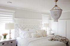 Bedroom in whites. Habitación decorada en tonos blancos. jill_9205