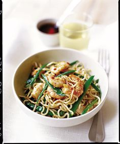This light Asian salad recipe is full of healthy ingredients, and the noodles will leave diners pleasantly full. Sesame Noodles, Healthy Family Meals, Prawn, Food Inspiration, Salad Recipes, Food Photography, Beans, Lunch, Dinner