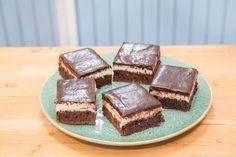 Čokoládovo kokosové brownies — Peče celá země — Česká televize Brownies, Tiramisu, Ethnic Recipes, Food, Cakes, Cake Brownies, Cake Makers, Essen, Kuchen