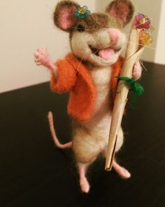 Little Nina is delivering some flowers, needle felt mouse, flowers, needle crafts, sculpture