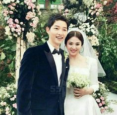 Song Joong Ki and song hye kyo Korean Actresses, Korean Actors, Korean Idols, Korean Dramas, Wedding Couples, Cute Couples, Wedding Pics, Korean Celebrities, Movies
