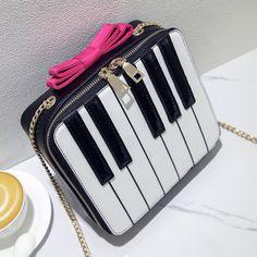 Bolsa Divertida Formato de Piano  Frete Grátis visite a loja online https://www.bolsasdivertidas.com.br/