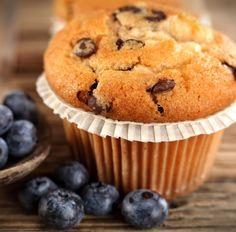 Muffin mit Banane und Blaubeeren