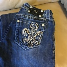 $40 midnight sale onlyMISS ME JEANS SIZE 25 These Miss Me jeans are incredible. Size 25 with an inseam of 30. Smallest fray which is pictured. Miss Me Jeans Boot Cut