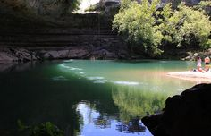A pacata piscina natural de Hamilton Pool, em Dripping Springs, no Texas, EUA © SandraHintzman #momondo