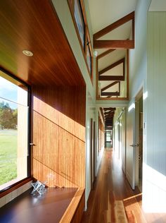 Image 35 of 35 from gallery of Hinterland House / Shaun Lockyer Architects. Photograph by Shaun Lockyer Architects Farmhouse Architecture, Modern Farmhouse Exterior, Wooden Architecture, Small Modern Home, Modern Tiny House, Poll Barn House, Rural House, Farm House, Solar House