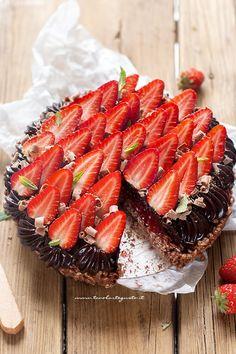Crostata cioccolato e fragole veloce e senza forno! (Ricetta in 30 minuti!)