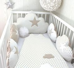 Baby cot bumpers wide cloud cushions white and beige Baby Crib Bedding, Baby Bassinet, Baby Pillows, Baby Cribs, Baby Girl Nursery Decor, Baby Bedroom, Baby Boy Rooms, Baby Room Decor, Baby Cot Bumper