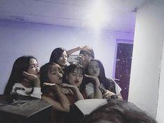 »pinterest @blxxksvgga Bff Pictures, Best Friend Pictures, Friend Photos, Cute Friends, Best Friends, Savage Squad, Korean Friends, Ulzzang Korean Girl, Korean Couple