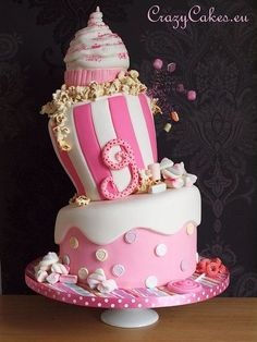 Crazy pink cake! My sister would love this for her birthday cake, lol. Here's an idea of what to make mom. ;) lol