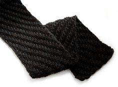 Staggered-rib scarf